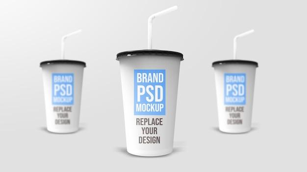 Plastic beker 3d-rendering mockup-ontwerp
