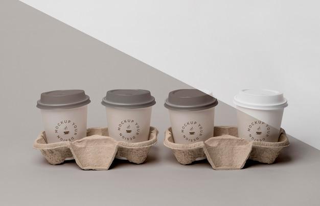 Plastic beker met koffiemodel ter ondersteuning