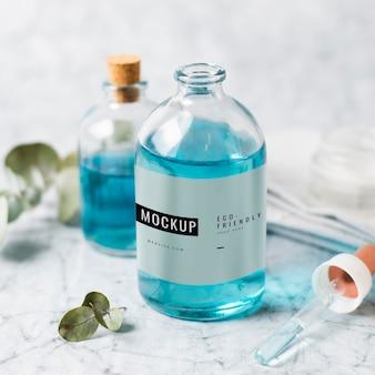 Plastic fles mock-up op tafel