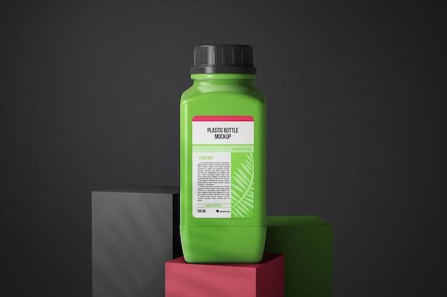 Plastic fles op gekleurd blokjesmodel