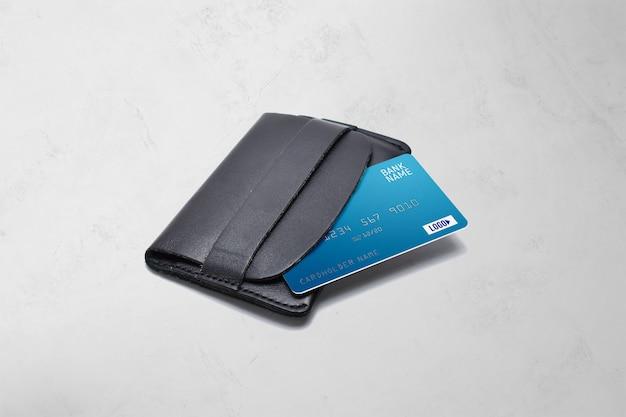 Plastic kaart op een portemonnee mockup