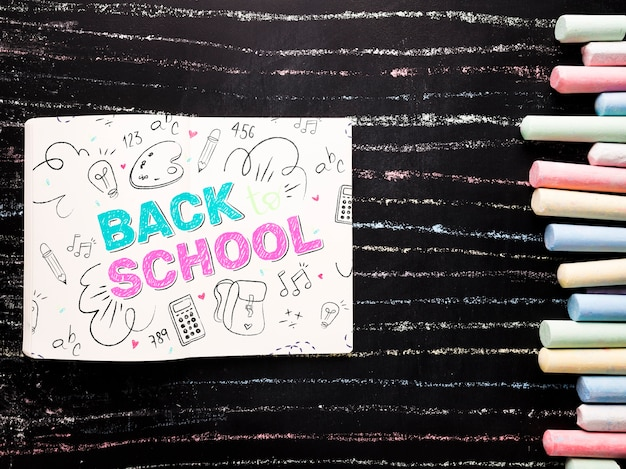 Plat krijt op schoolbord mock-up