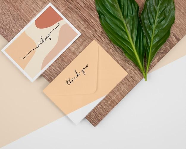 Plat lag blad, briefpapier en hout