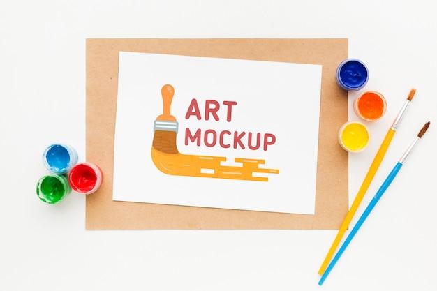 Plat lag kunstenaar bureau met borstels