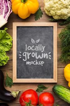 Plat lag lokaal geteelde groenten mock-up