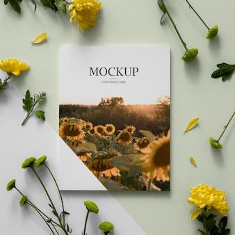 Plat lag natuur tijdschriftdekking mock-up met bladeren