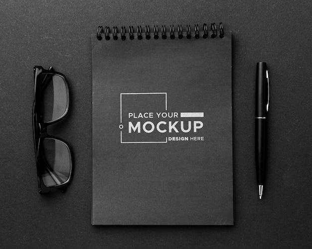 Plat leggen van bureauconcept mock-up