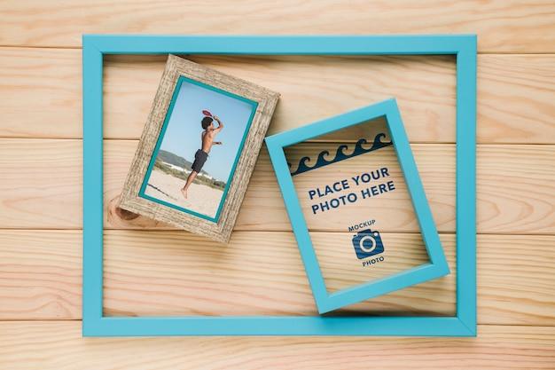 Plat leggen van frames in frame op houten achtergrond