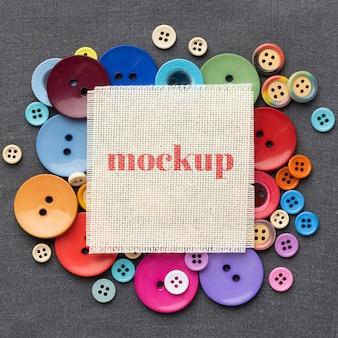 Plat leggen van mock-up frame-ontwerp met kleurrijke knoppen