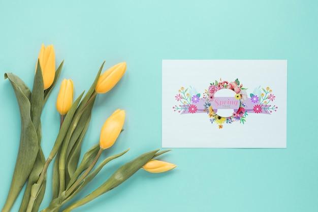 Plat leggen wenskaart mockup voor de lente