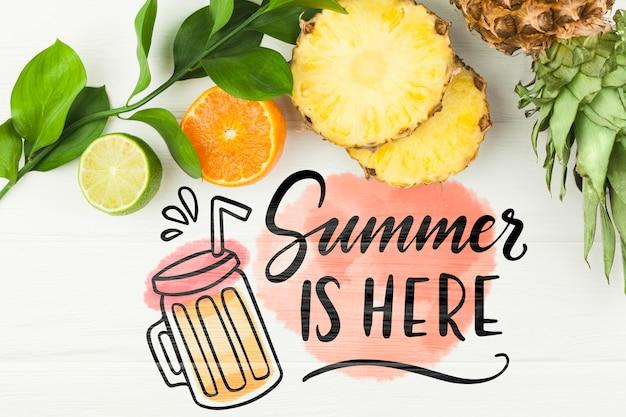 Plat leggen zomer mockup met copyspace en tropische vruchten
