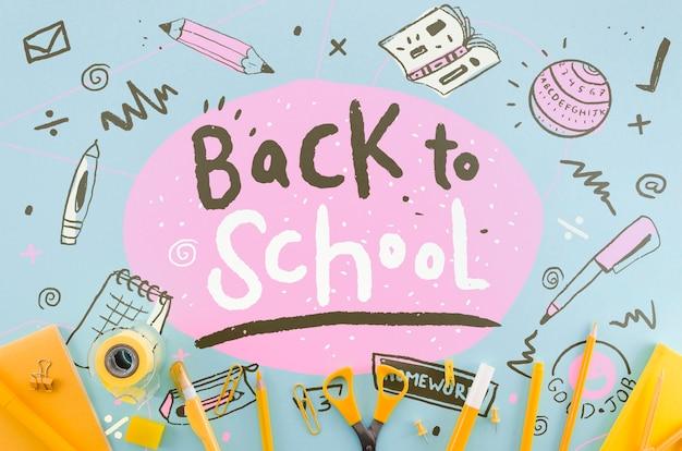 Plat terug naar school met oranje benodigdheden