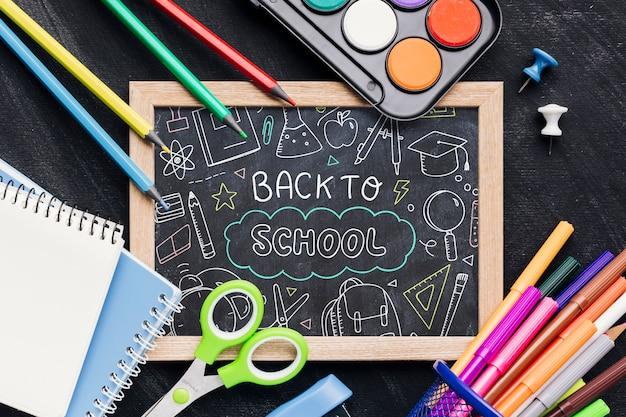 Plat terug naar school met schoolbord