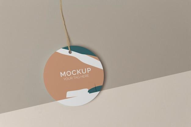 Platliggend mock-up arrangement voor producttags
