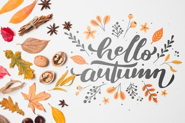 Platliggende decoratie met herfstbladeren