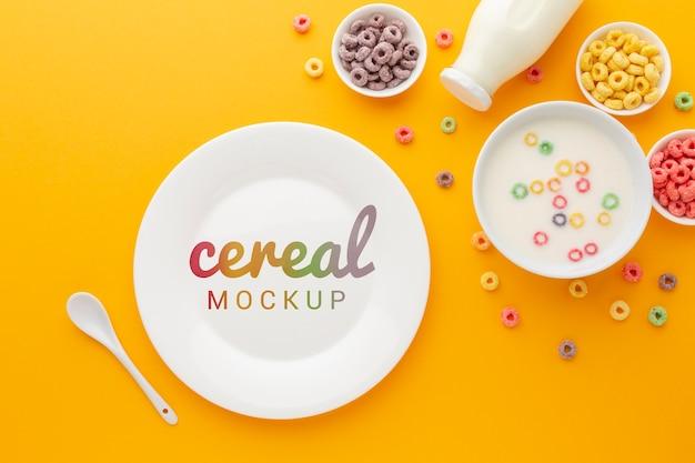 Plato y tazón para cereales y leche para el desayuno.