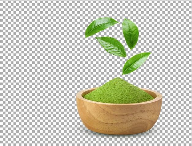 Polvo de té verde matcha instantáneo en un tazón de madera con hojas aisladas