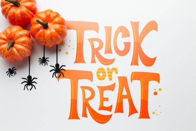 Pompoenen en spinnen op halloween-dag