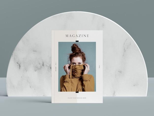 Portada de vista frontal con maqueta de revista editorial de mujer