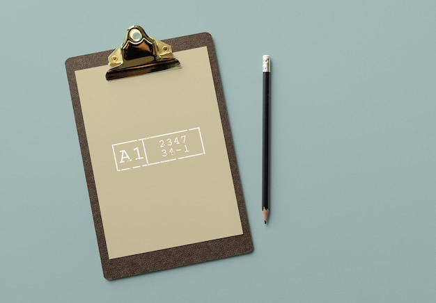 Portapapeles con una maqueta de documento