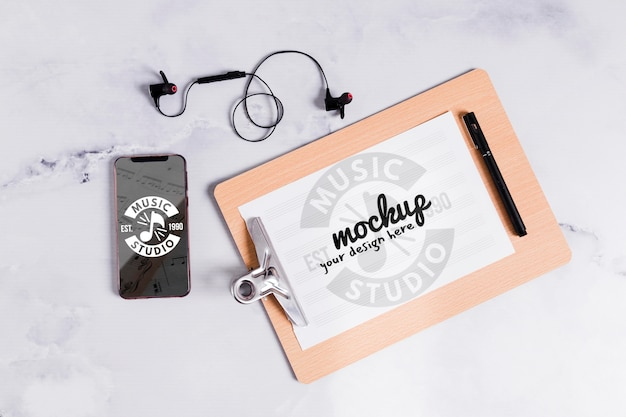 Portapapeles de música y móvil