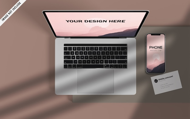 Portátil moderno con maqueta de teléfono inteligente y tarjeta de visita