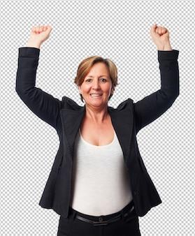 Portret van een rijpe bedrijfsvrouw die een overwinning viert
