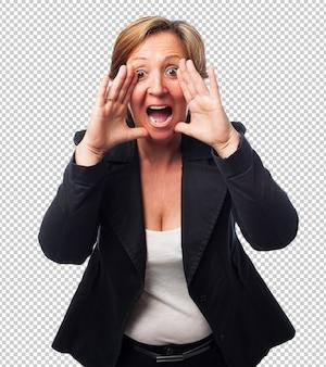Portret van een volwassen zakenvrouw schreeuwen
