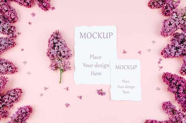 Postal de primavera de maqueta sobre un fondo rosa con ramas de color lilas