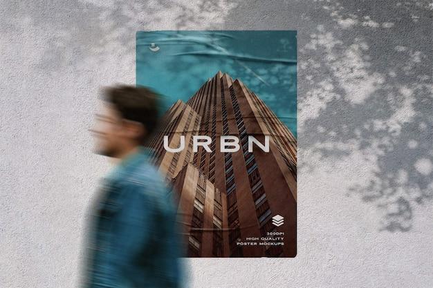 Poster aan de muur met mockup met gelijmd effect