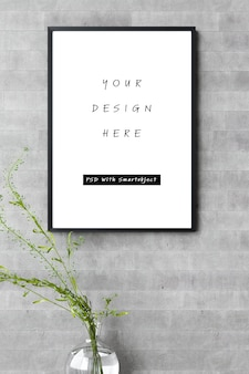 Poster frame mockup sullo stile minimalista del muro di cemento