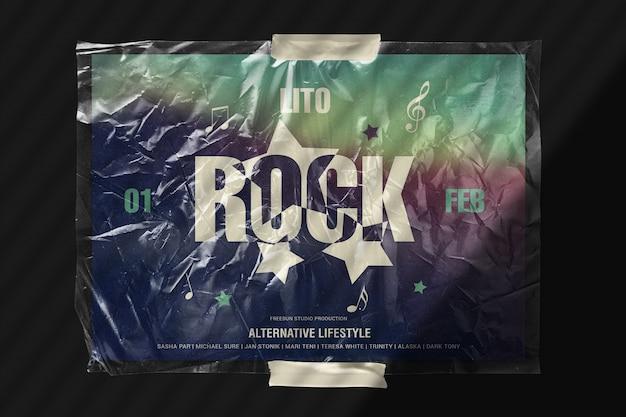 Poster in heldere cellofaanfilm geplakt op het mockup van de muur