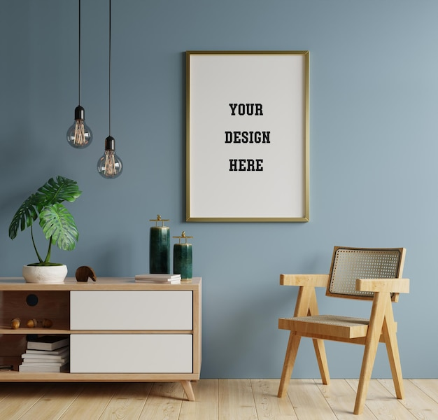 Poster mockup met verticale frames op lege donkerblauwe muur in woonkamer interieur met fauteuil. 3d-weergave