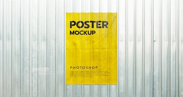 Poster mockup op metalen plaat container