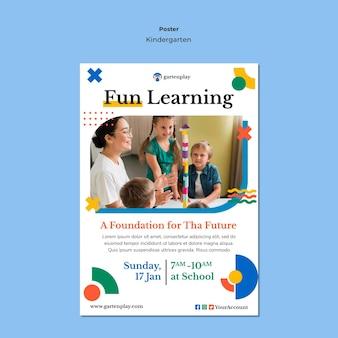 Poster sjabloon voor kleuterschool met kinderen