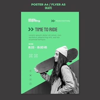 Poster sjabloon voor skateboarden met vrouwelijke skateboarder