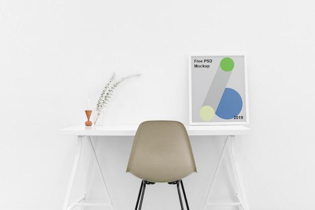 Poster sul tavolo mockup