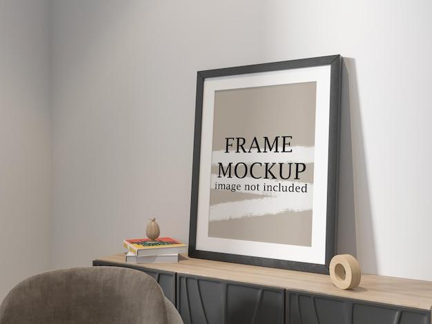 Posterframe op consoletafel leunend tegen muur
