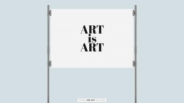 Postervertoning met zilveren frame psd mockup