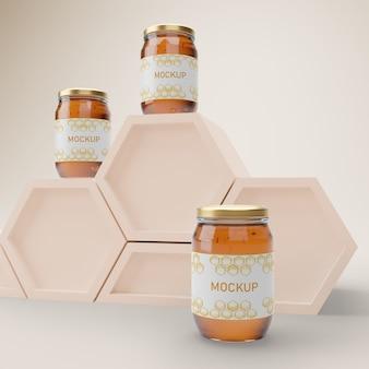 Potten met biologische honing op tafel
