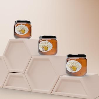 Potten met honing op honingraatvorm