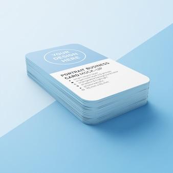 Premium editable stack di 90x50 mm biglietto da visita verticale con angoli arrotondati mock up design templates in lower perspective view