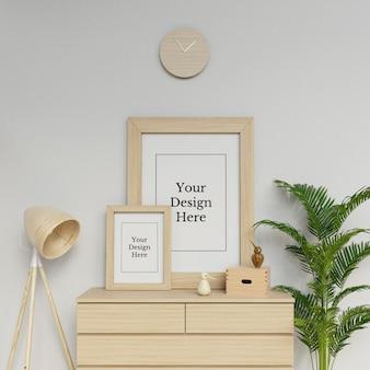 Premium twee poster frame mockup ontwerpsjabloon zit portret in de moderne ruimte