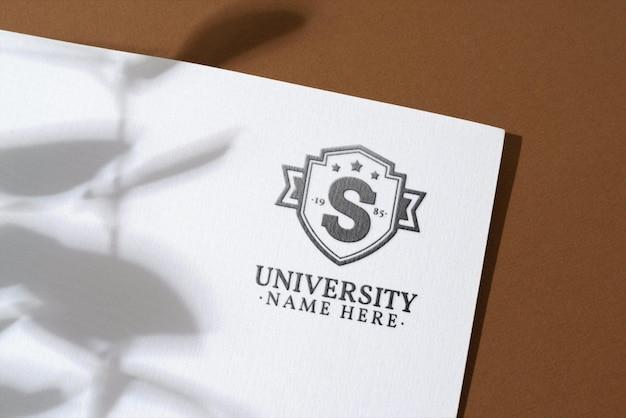 Presentación del logo en textura de papel