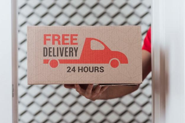 Primer plano caja de entrega sin parar