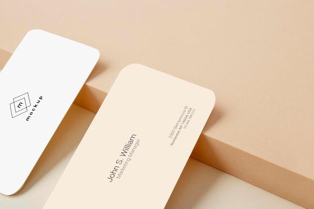 Primer plano de maqueta de tarjeta de visita, anverso y reverso