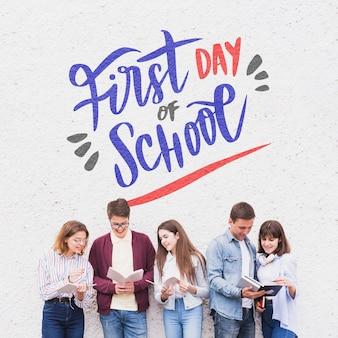 Primo giorno di scuola, lettering con gli studenti che leggono