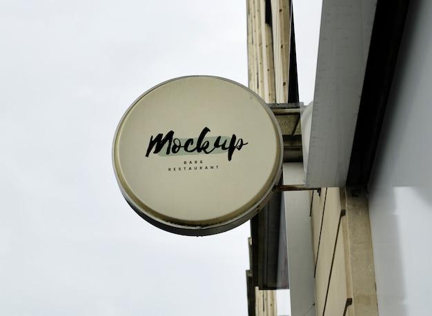 Primo piano di un segno del negozio mock up