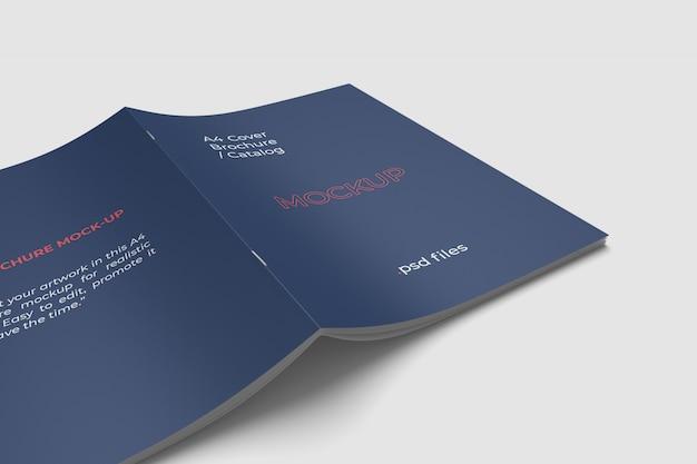 Primo piano mockup copertina brochure a4