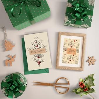 Proceso de envoltura de regalos de maquetas